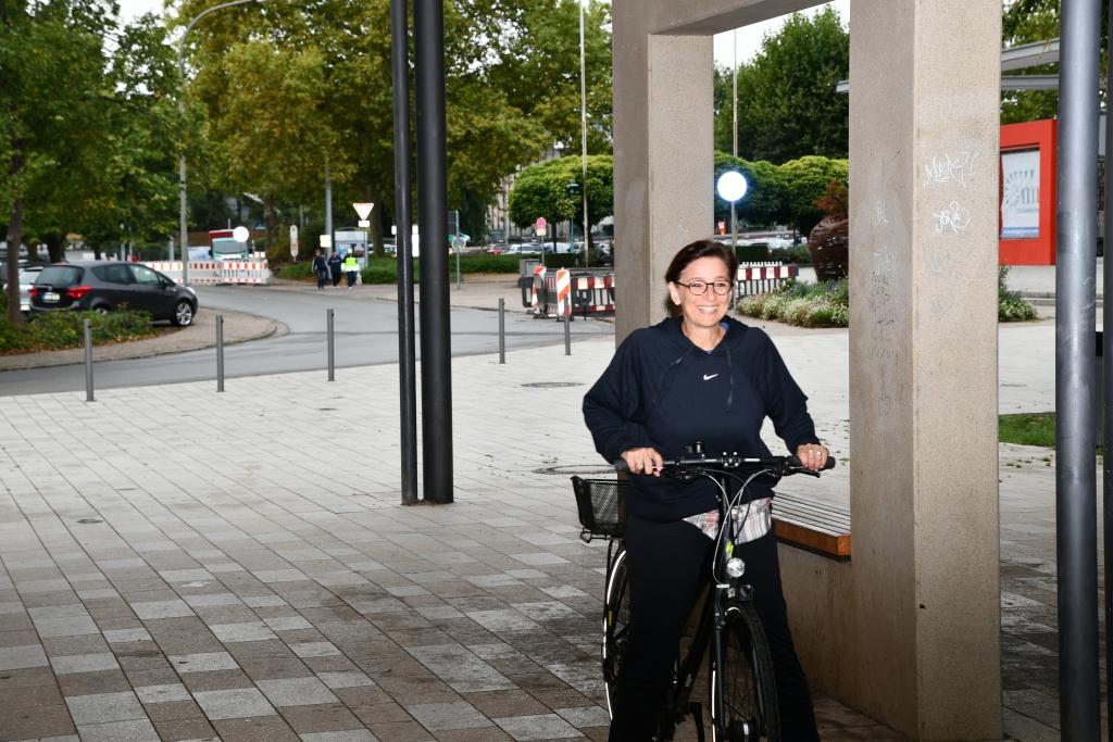 Landraetin-erscheint-mit-Fahrrad